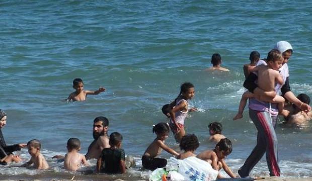"""Suriyelilere """"plaj yasağı"""" kararına tepkiler"""