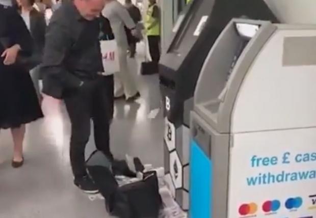 İngiltere ATM para saçtı
