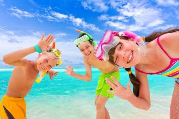 çocukları güneş çarpmasından korumak için neler yapılmalı