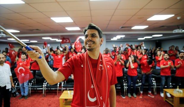 YTB Başkanı Eren, uluslararası öğrencilerle milli maçı izledi
