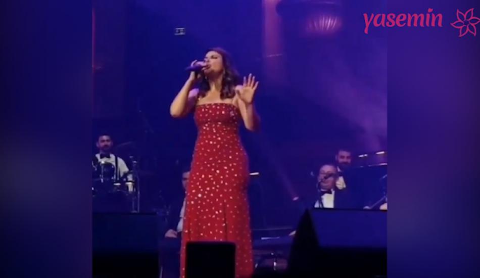 Zara'dan yabancı şarkı performansı!