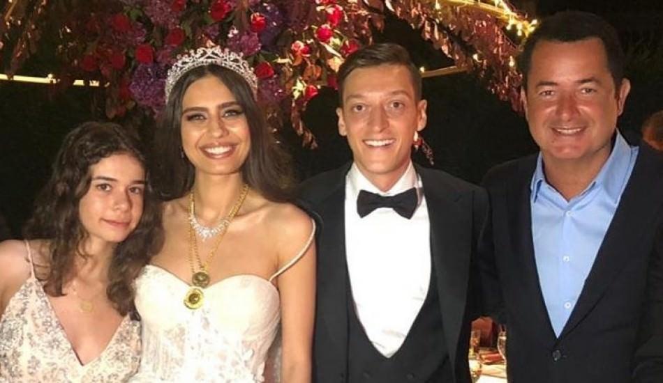 Acun Ilıcalı yeni evli Amine ve Mesut Özil ile yemek yedi