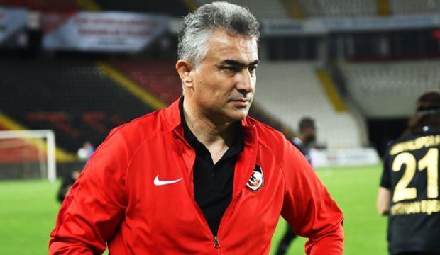 Akhisarspor'un yeni hocası! 1+1 yıllık anlaşma