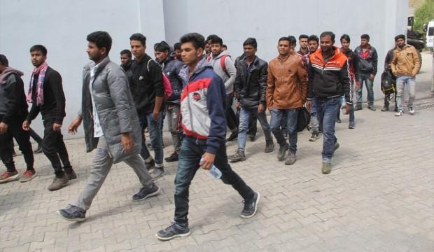 Aydın'da yol kenarına bırakılan 28 göçmen yakalandı