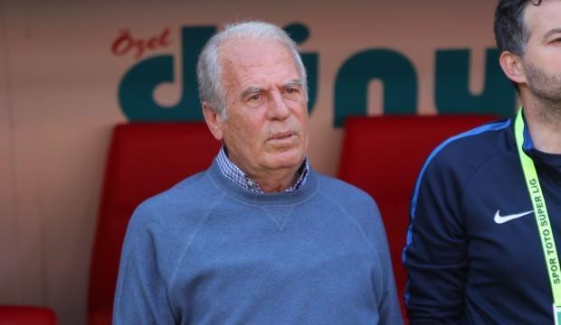 Teknik direktör Mustafa Denizli İran'a gitti