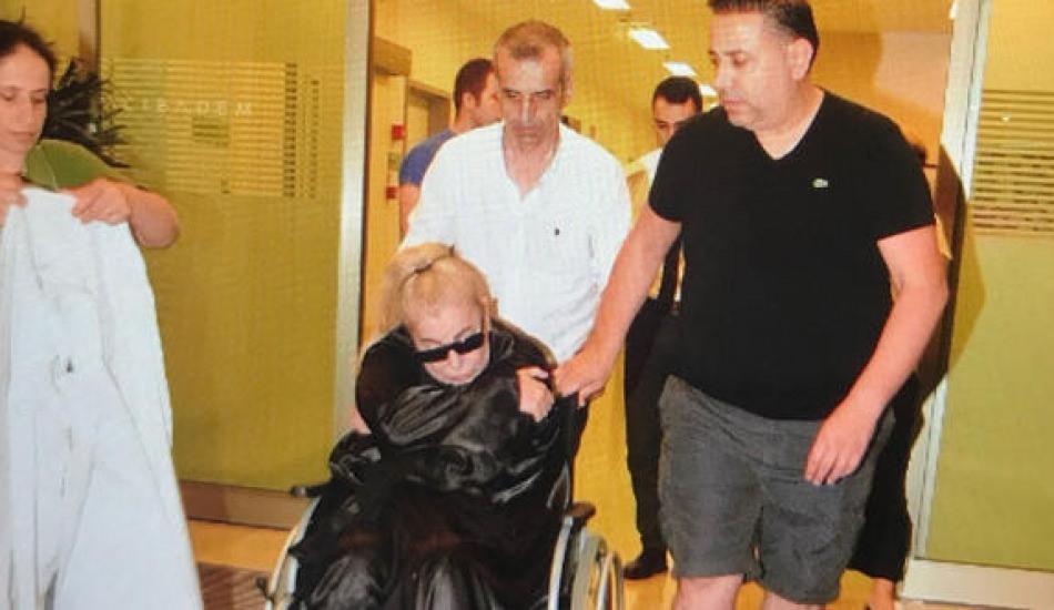 Fenalaşarak hastaneye kaldırılan Zerrin Özer tarafından ilk açıklama!