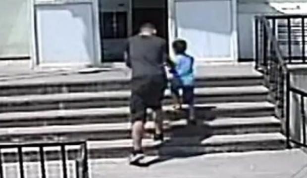 Sosyal medyayı sallayan görüntü!  Çocuğu takip edip...