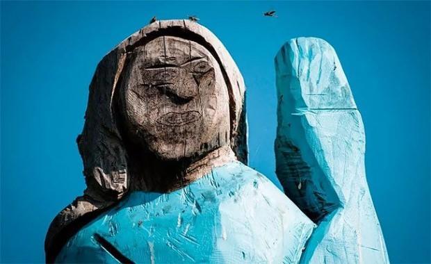 melania trumpın heykeli