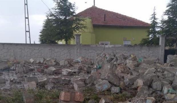 Aksaray'da fırtınada caminin minaresi yıkıldı