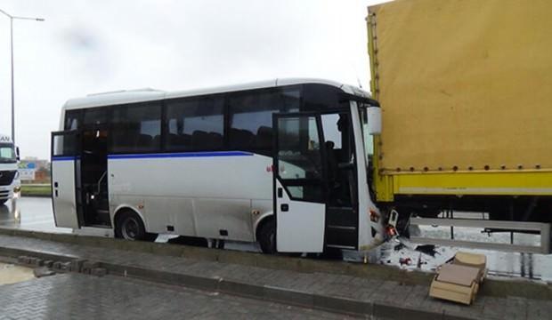 Balıkesir'de işçi servisi kaza yaptı: 18 yaralı