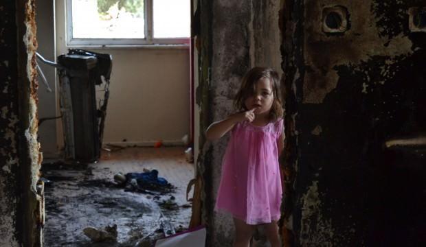 Patlayan telefon bir aileyi evsiz bıraktı