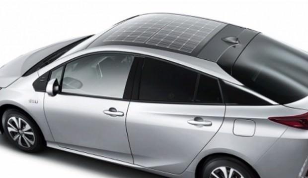 Toyota Prius güneş paneli ile dururken de şarj olacak