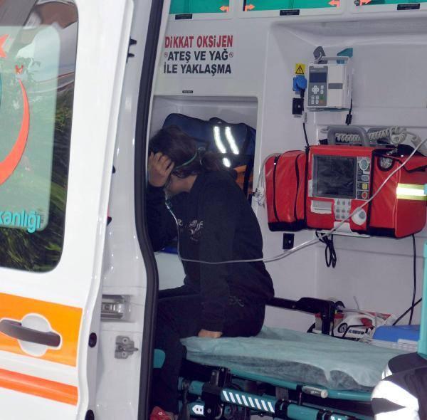Dumandan etkilenen çocuklara ilk müdahale ambulansta yapıldı.