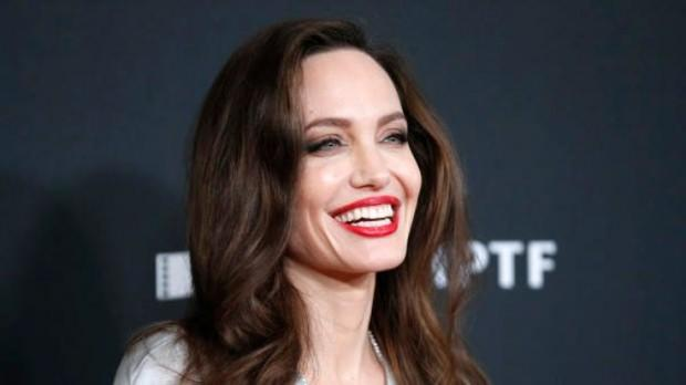 Angelina Jolie son dakika
