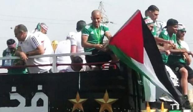 Feghouli gönülleri fethetti! Filistin bayrağıyla...