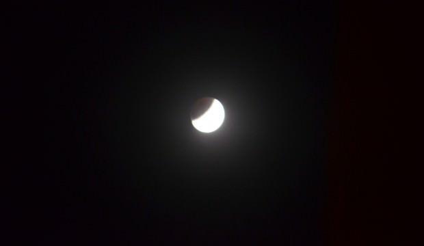 'Parçalı Ay Tutulması'ndan hayran bırakan görüntüler