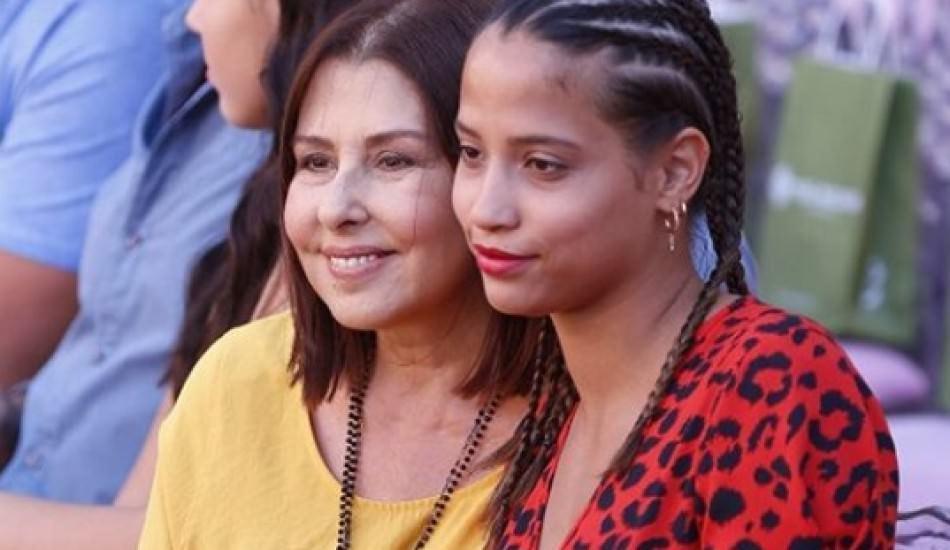 Şarkıcı Nilüfer Yumlu, evlatlık edindiği kızının doğum gününü kutladı!