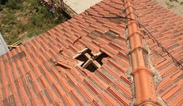 Akılalmaz olay: Gökten düşüp evin çatısını deldi