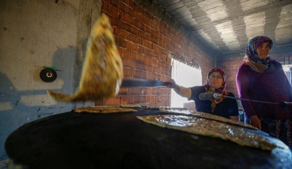 Antalyalı 70 kadın gözleme satarak cami yaptırıyor