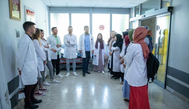 TİKA'dan muhteşem proje: Türk öğrencilerden Karadağ'da sağlık taraması