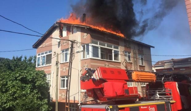 Ümraniye'de korkutan yangın: Alev alev yandı