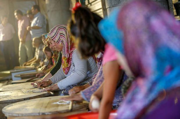 Antalyalı 70 kadın gözleme satıp cami yaptırıyor