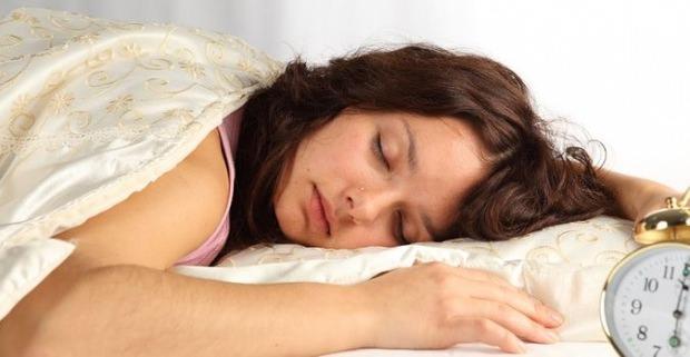 Gece Uykuda Terlemenin Nedenleri Nelerdir Terlemeye Ne Iyi