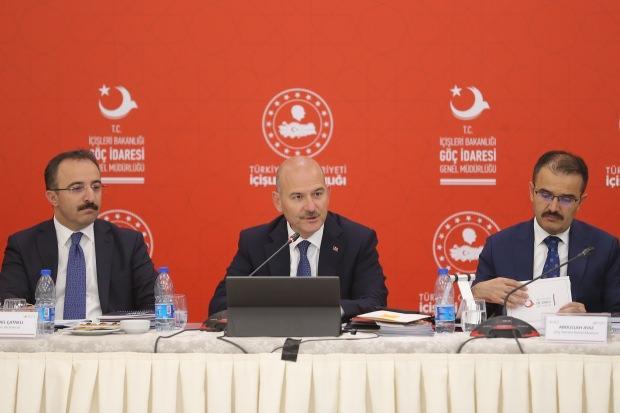 İçişleri Bakanı Süleyman Soylu, basın mensuplarına göç konusuyla ilgili bilgi verdi.