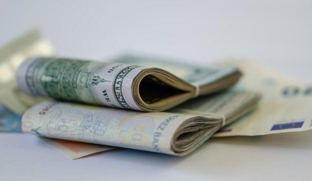 Dolar, ticaret gerilimiyle dalgalı