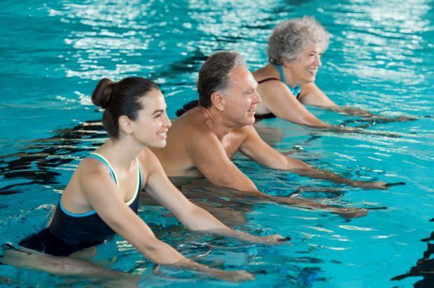 Havuzda bacak inceltme hareketleri