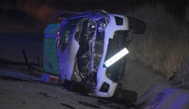 Takla atan kamyonetin sürücüsü yaralandı, eşi öldü