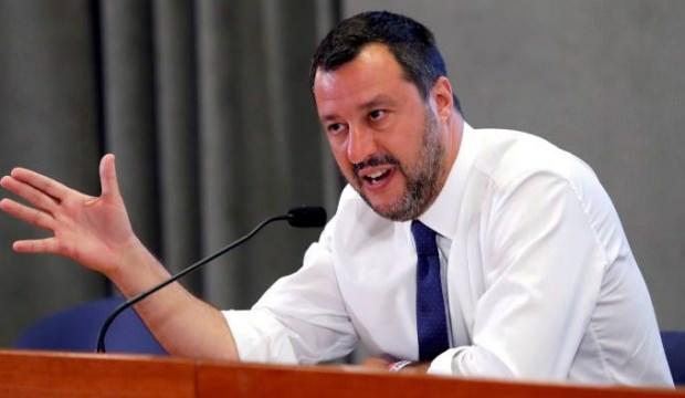 Salvini koltuğunu kaybetti, göçmenler dans etti