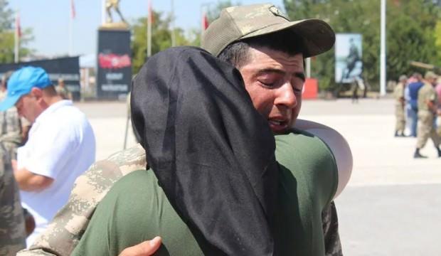Öksüz asker ağladı, herkes ağladı!