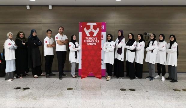 İmam Hatipli kız öğrenciler robot yarışmasında dünya 3.'sü oldu!