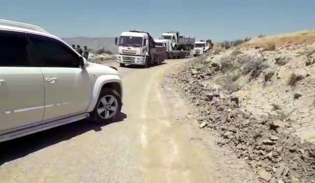 Baraj kapakları açıldı, araçlar yolda kaldı