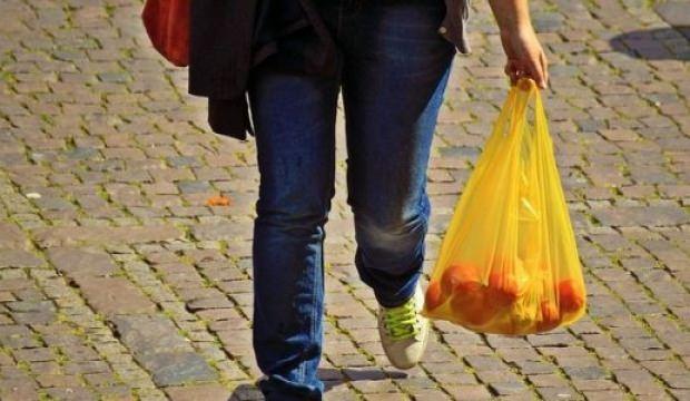 Bir ülke daha plastik poşetleri yasaklamaya hazırlanıyor