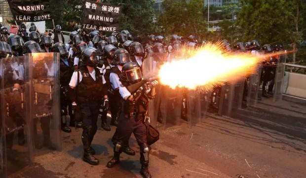 Çin'den Hong Kong'daki olaylara 'terör' yorumu!