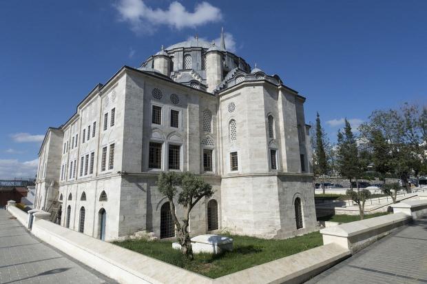 450 yıllık camiye kafe yaptılar…