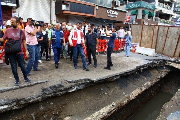 İstanbul'u sel vurduğu anlarda Bodrum'da tatilde olan İmamoğlu, olaydan 24 saat sonra kente gelmiş ve esnafın tepkisiyle karşılaşmıştı.