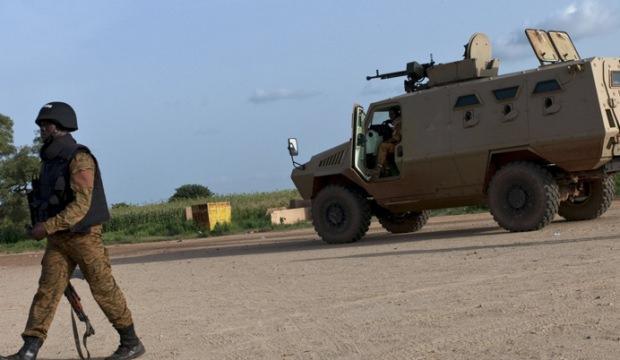 Askeri üsse saldırı: 10 asker öldürüldü