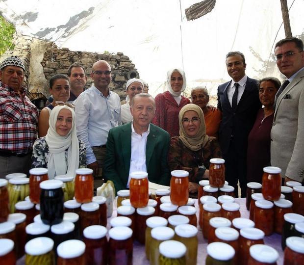 Emine Erdoğan eşarbı modeli nasıl bağlıyor