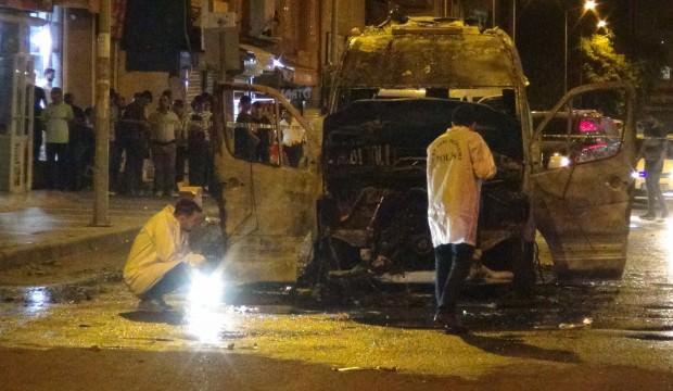 Diyarbakır'da terör yandaşları yolcu minibüsünü yaktı!