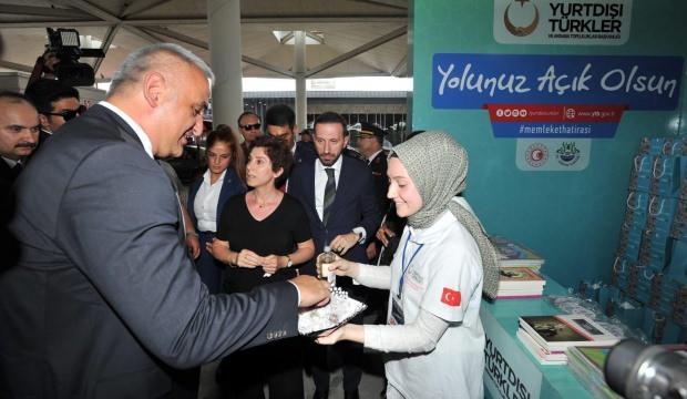 Kültür ve Turizm Bakanı Ersoy Kapıkule'de vatandaşları ziyaret etti