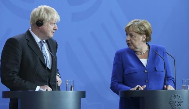 Merkel Boris'in yüzüne söyledi: Belki çözüm...