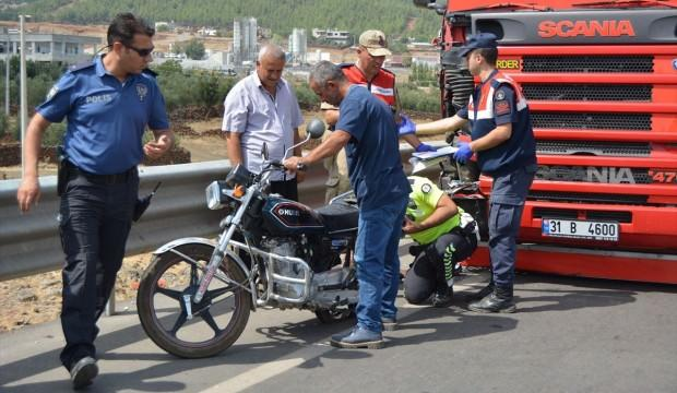 TIR motosiklete çarptı: 1 ölü