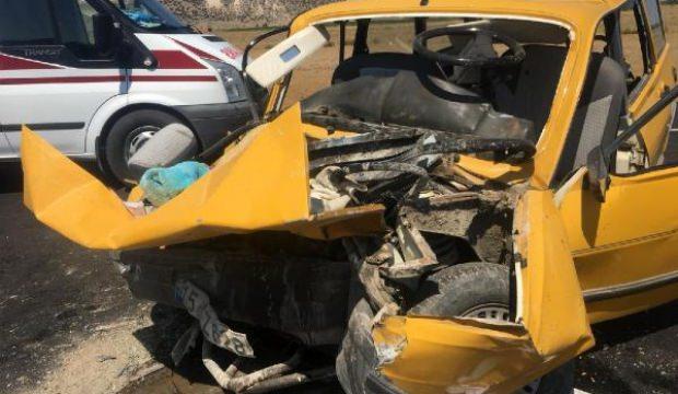 Burdur'da 3 otomobil çarpıştı: 1 ölü, 9 yaralı