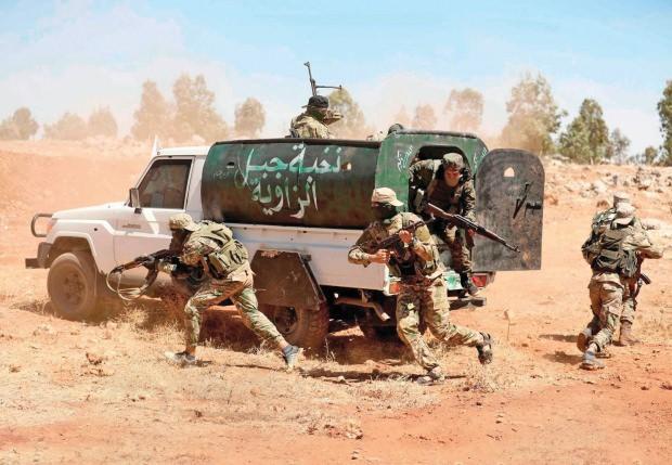 Birleşik Arap Emirlikleri ile bazı Körfez ülkelerinin fonladığı, CIA'in yönlendirdiği gruplar İdlib'i büyük bir çatışmanın eşiğine getirdi. Günlerdir süren bombardımandan kaçarak sınıra dayanan siviller de ajanlar eliyle Türkiye'ye karşı kışkırtıldı.