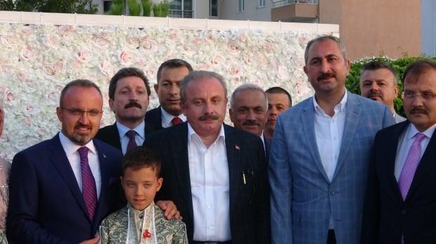 AK Parti Grup Başkanvekili Bülent Turan, TBMM Başkanı Mustafa Şentop ve Adalet Bakanı Abdülhamit Gül