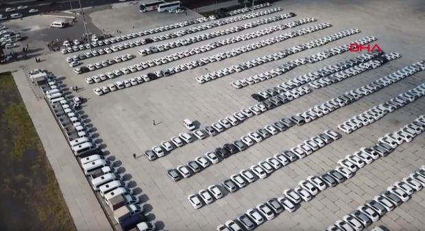 5 Eylül'deki görüntülerde kamyonetler görülüyor...