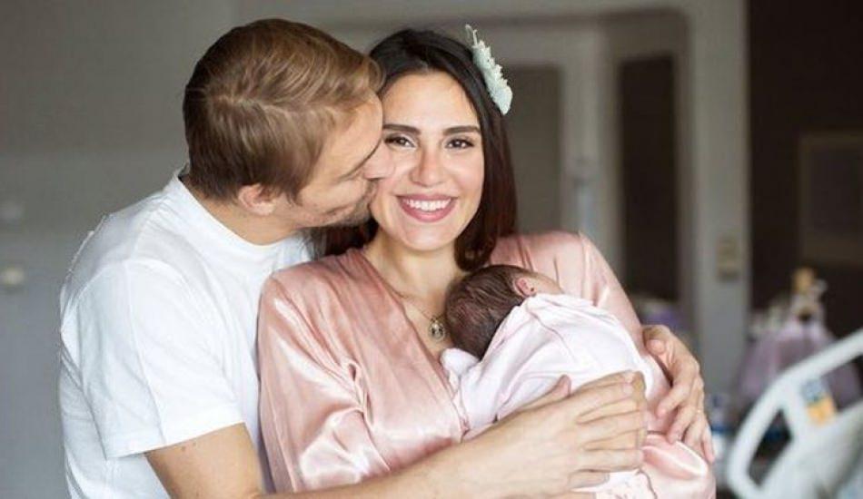 Mihran Ela annesi Şükran Ovalı'ya çok benziyor!